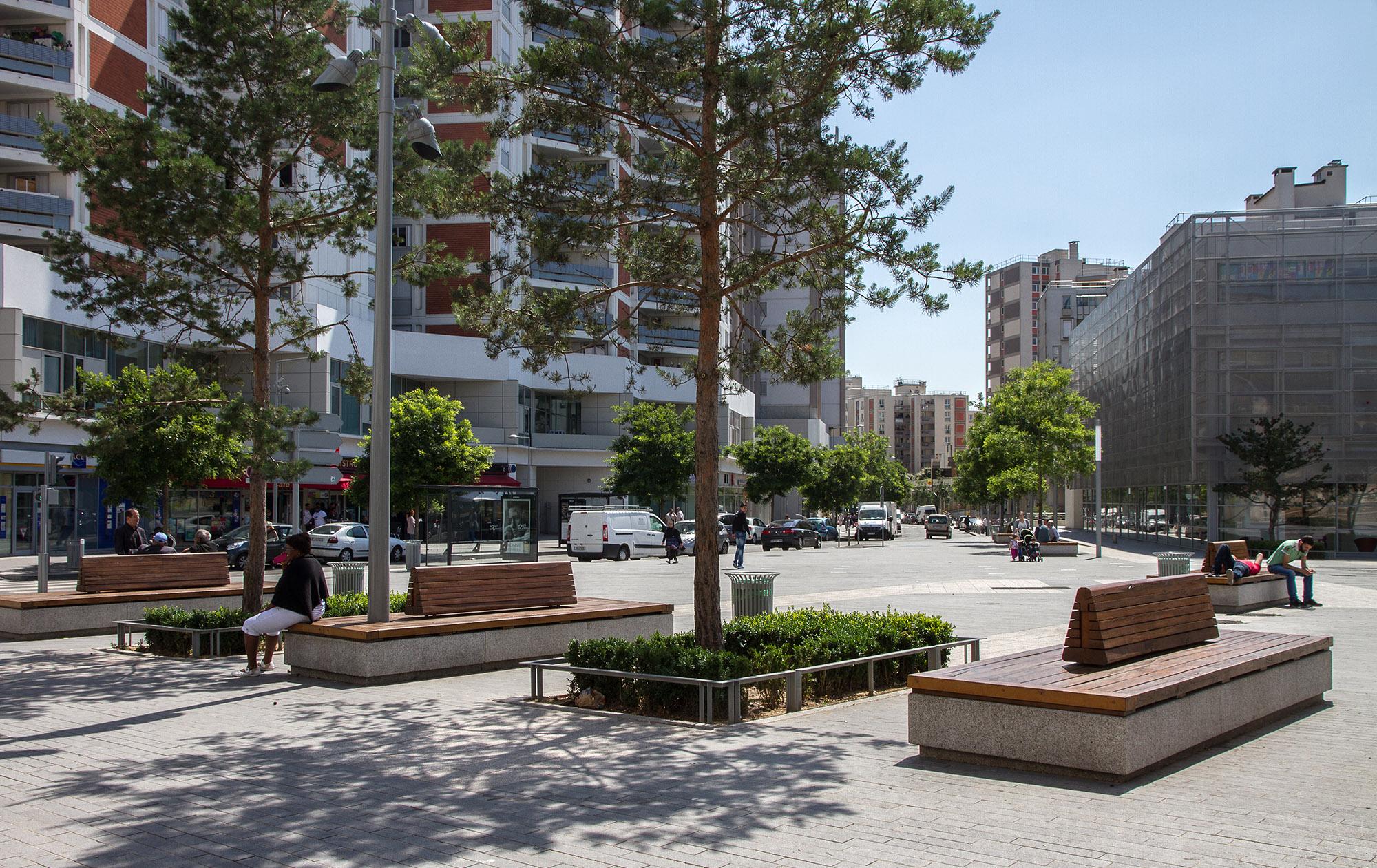 La Place René Clair et ses bandes alternées
