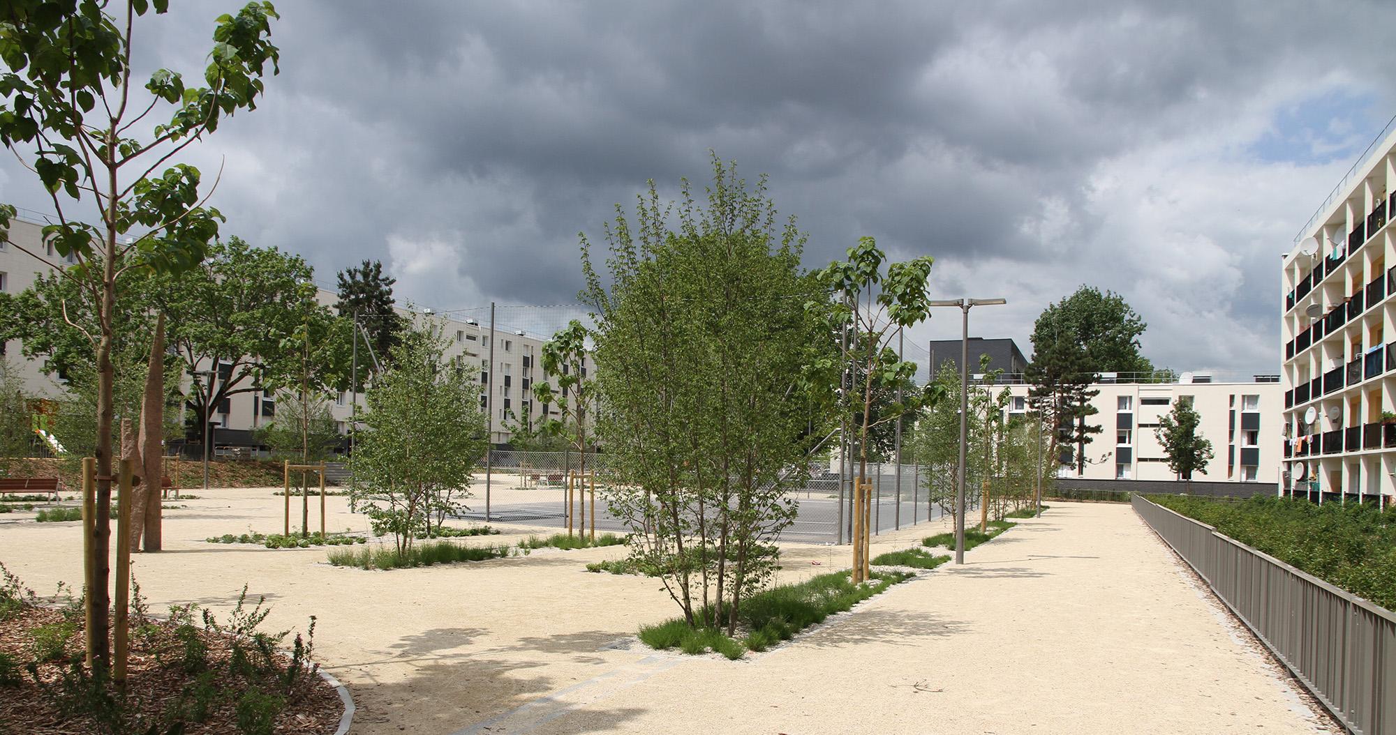 Le Cours Arago et son terrain multi-sport